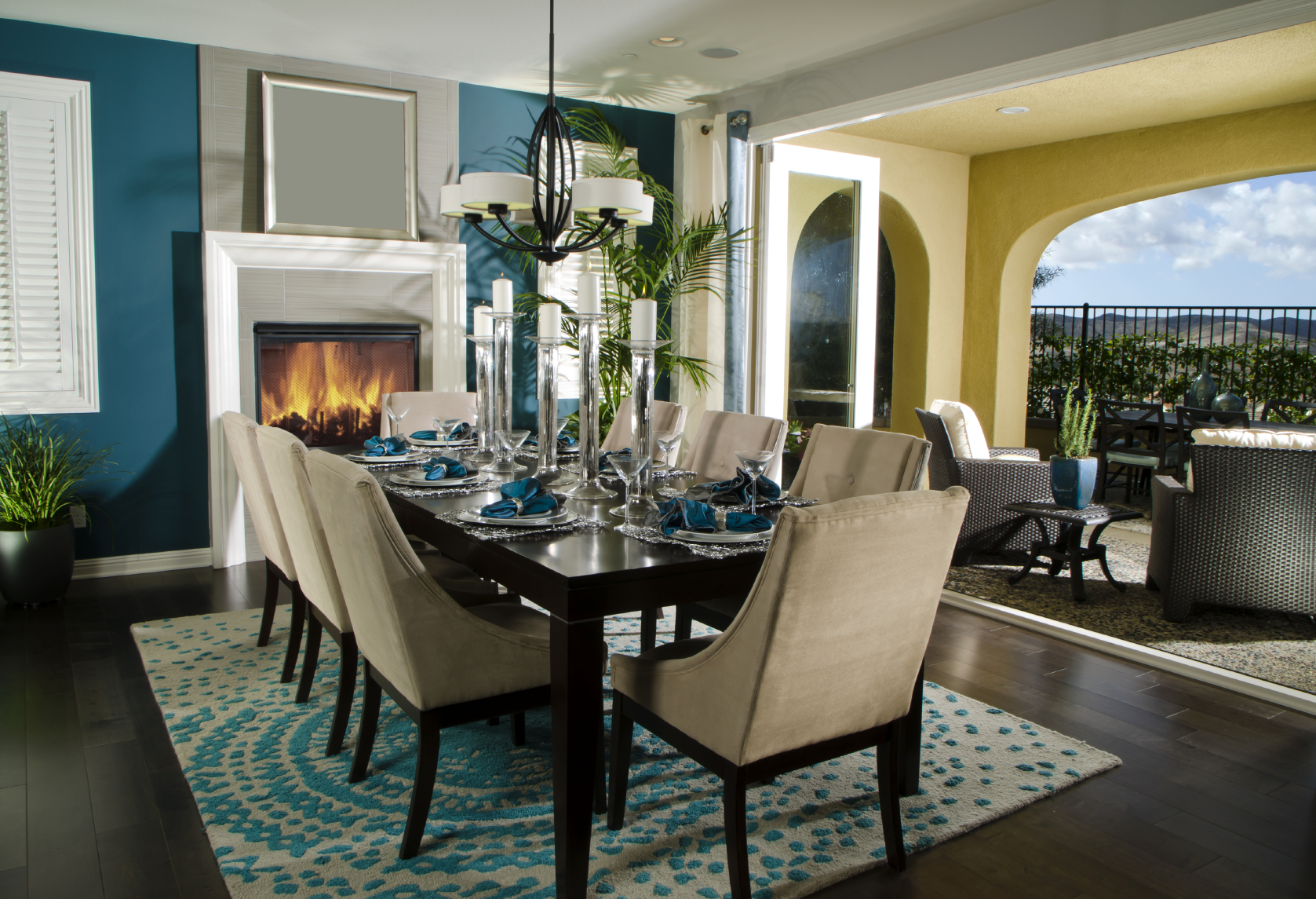 Teal Dining Room_iStock_000023394568_Medium